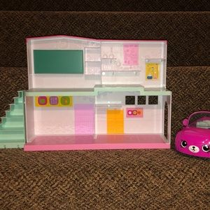 Shopkins Happy Places School & Car